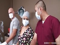 StijlVolle blonde Alexis Monroe presteren in real Medical XXX video.